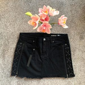 NWT BLANKNYC / BLACK LACE UP MINI SKIRT